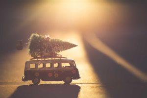 Bulli mit Tannenbaum Weihnachten nach Feng Shui